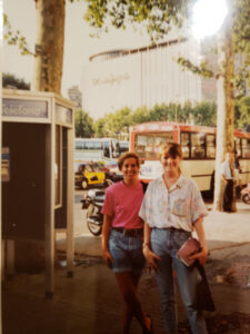 Vintage-photo-of-two-women-at-bus-stop